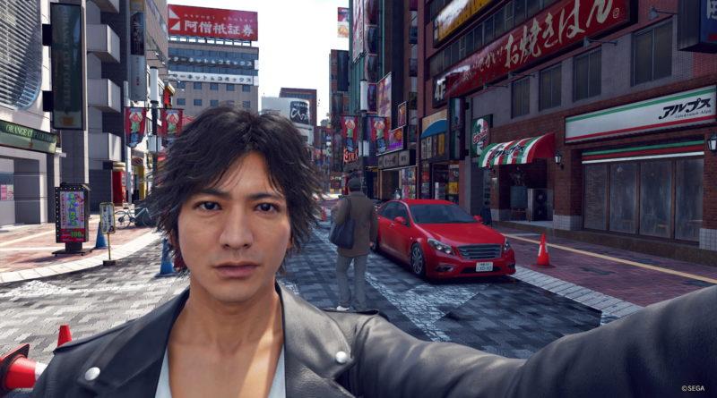 Yamagi taking a selfie on Nakamichi Street, Kamurocho.